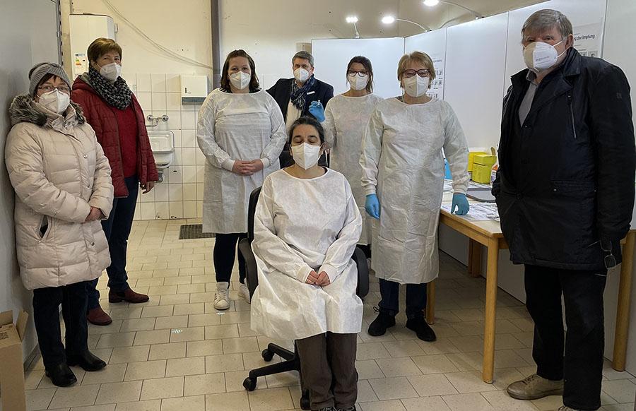 SPD-Kreistagsfraktion beuscht Impfzentrum Prisdorf
